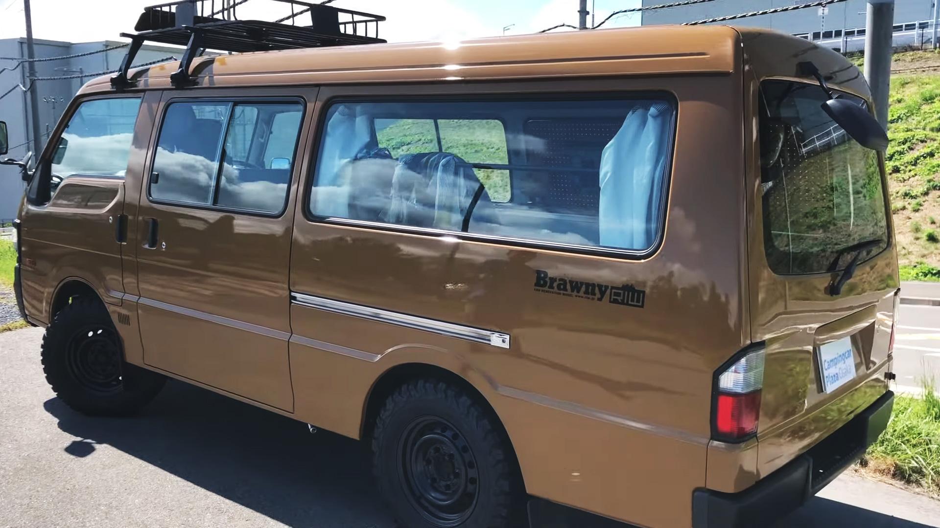 ボンゴブローニイバンのキャンピングカー BrawnyRIW ブラウン 外観