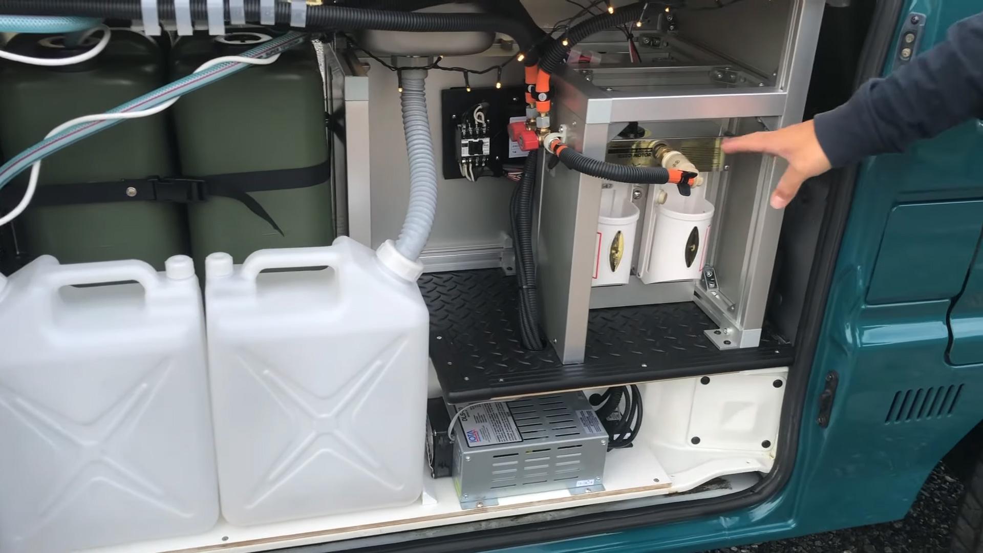 サーフィン向け-ボンゴブローニイバンのキャンピングカー BrawnyRIW-S 車内/キッチン周りのシステム