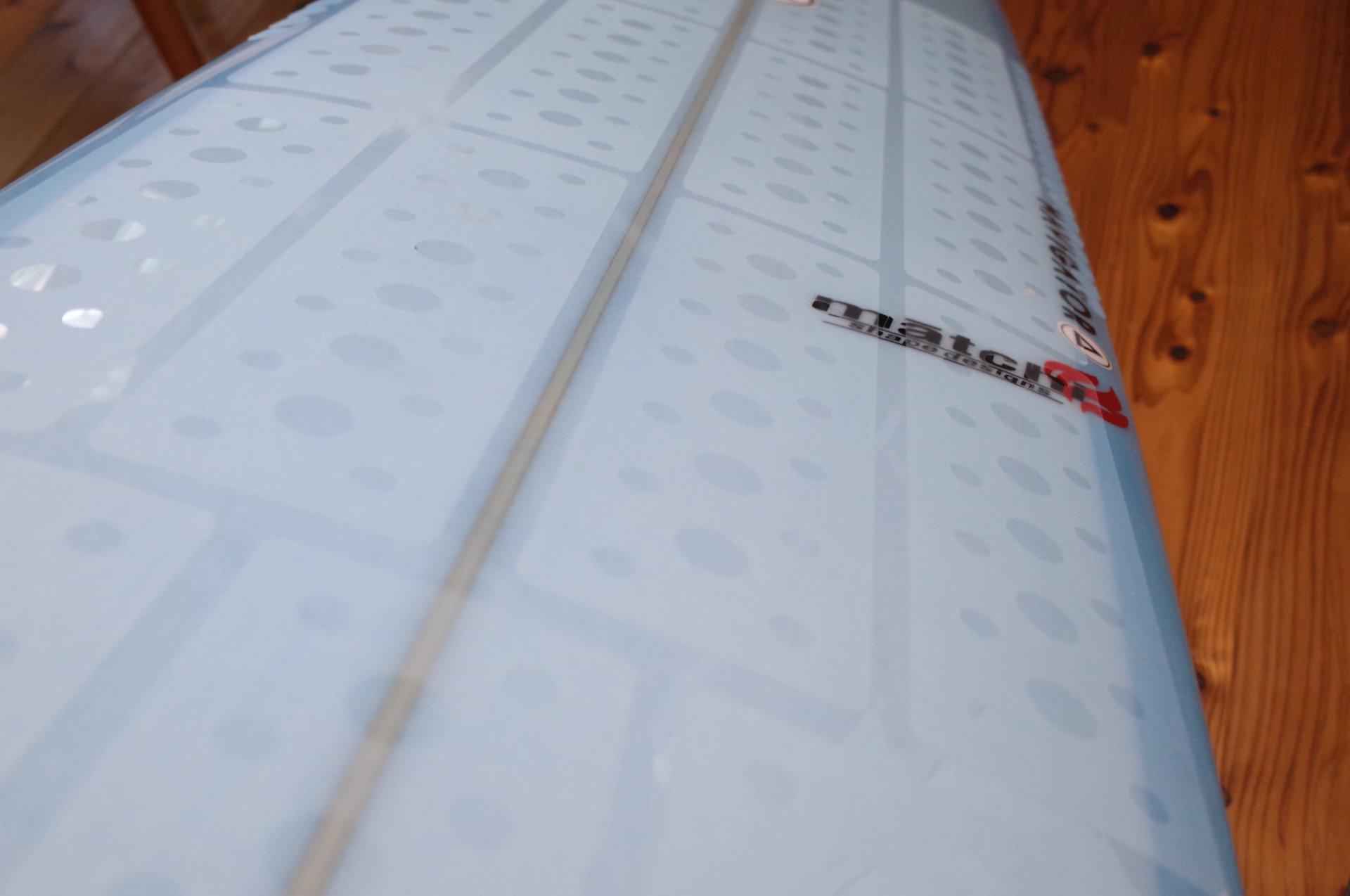 マニューバーラインの「クリスタルグリップ」サーフボード用ワックスシート